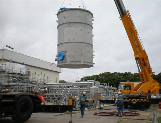 高圧ガス供給設備:温水タンク据付作業